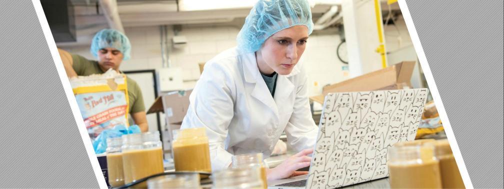Sarah Steinbrunner in the lab